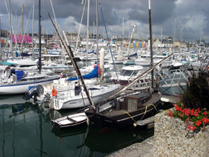 sST VAAST LA HOUGUE